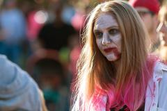 Woman Wearing Zombie Makeup Wanders Through Crowd At Halloween Festival Kuvituskuvat