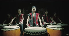 A group of Japanese Taiko drummers girls , start playing with the jump dark Arkistovideo