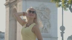 Happy girl posing near the Arc de Triomphe Stock Footage