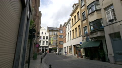 Rue des Grands Carmes with restaurants in Brussels Stock Footage