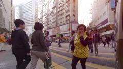 HONG KONG, CHINA - CIRCA JAN 2015: Many pedestrians crossing a major, urban s Stock Footage