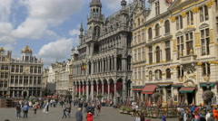 Many tourists walking near Brussels City Museum in Grand Place Stock Footage