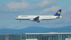 Airbus 321 approaching Stock Footage