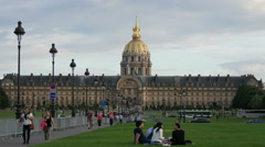 Tourists walking and relaxing at Esplanade des Invalides, Paris Stock Footage