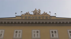 Sculptures on top of Palazzo del Tergesteo in Trieste Stock Footage