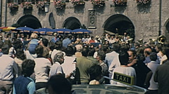 Innsbruck 1977: people under the Goldenes Dachl Stock Footage