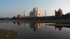 Taj Mahal and reflection Stock Footage