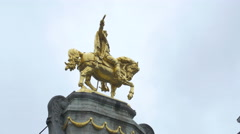Golden equestrian statue of the Belgian Brewers Museum in Grand Place, Brussels Stock Footage