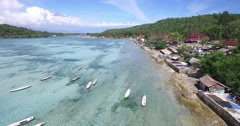 4K AERIAL PAN SHOT OF BOATS IN CLEAR WATER TO SHORE Stock Footage