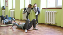 Kids girls do poses of gymnastics - vertical string splits and bridge Stock Footage