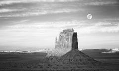 Black and white picture of rock formation in Monument Valley, USA Kuvituskuvat