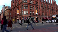 4K Timelapse heavy traffic car Manchester downtown english landmark day emblem  Stock Footage