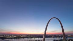 4K Time lapse St Louis Gateway Arch tilt shot Stock Footage