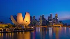 Timelapse of Singapore skyline at the Marina during twilight. Stock Footage