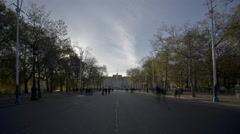 4k Time lapse of the tree-lined boulevard in front of Buckingham Palace Stock Footage