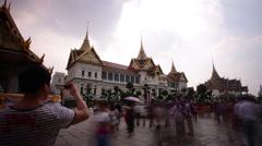 Evening bangkok famous temple wat phra kaew palace 4k time lapse thailand Stock Footage