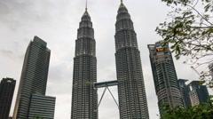 Kuala lumpur evening petronas twin towers panorama 4k tim elapse malaisia Stock Footage