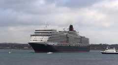 Cruise liner 'Queen Elizabeth', demonstrates a 180 degree reverse turn Stock Footage