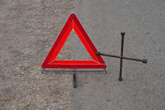 Reflective car warning triangle and tool on the road Kuvituskuvat