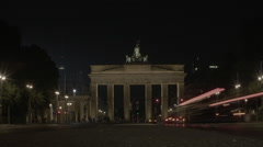 Timelapse of the Brandenburg Gate at Night, Tourists take Fotos - stock footage