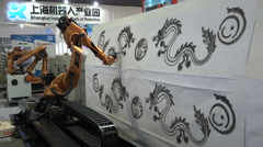 Mechanical robot arm paints a classic Chinese dragon, trade show China Stock Footage
