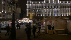 People and street stalls in Vorosmarty Square on Christmas in Budapest Stock Footage