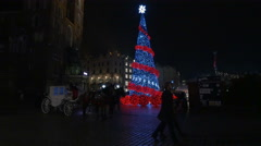 Horse carriages and a Christmas tree at the Christmas market in Krakow, at night - stock footage