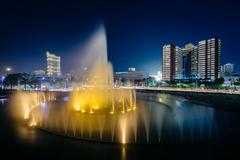 Fountain and modern buildings at night, in Pasay, Metro Manila, The Philippin Kuvituskuvat