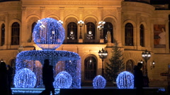 Beautiful decorated fountain in front of the Alte Oper on Christmas in Frankfurt Stock Footage