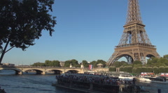 Eiffel Tower Evening View Turist Boat Cross Seine River Beautiful Paris Landmark Stock Footage
