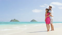 Beach summer holiday - couple on Hawaii vacation looking at ocean relaxing Stock Footage