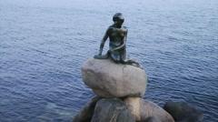 Little bonze mermaid copenhagen denmark Stock Footage