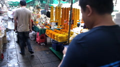 Flower stalls at The Pak Khlong Talat (Flower Market) in Bangkok, Thailand Stock Footage