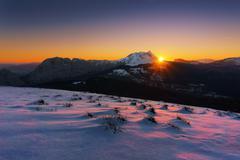 Sunrise in Urkiola mountain with snow Kuvituskuvat