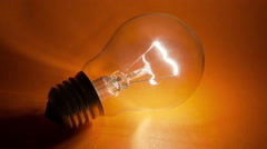 Light bulb flickering Stock Footage