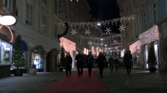 Tourists walking on Stempfergasse street on Christmas in Graz Stock Footage