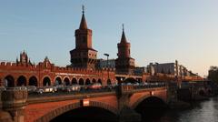 Berlin Oberbaumbrücke Kreuzberg Friedrichshain Stock Footage