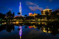 Taipei 101 and a lake at Zhongshan Park at night, in Xinyi, Taipei, Taiwan Stock Photos