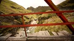 Landschaft-Anden-2014-zur-Grasbruecke-Fahrt-Bruecke Stock Footage
