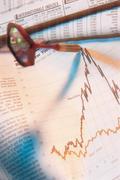 Dart in stock market pages Kuvituskuvat
