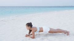Fitness woman doing a plank working out her core - Women healthy lifestyle Stock Footage