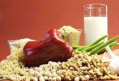 LLow GI glycemic index foods - milk, brown rice, buckwheat, green beans, carr Stock Photos