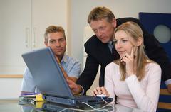Couple meet with financial adviser Kuvituskuvat