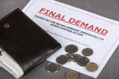 Final demand on a table with cash and wallet Stock Photos