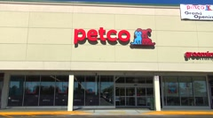 Petco grooming pet shop, storefront drive up Stock Footage