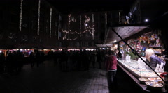 Admiring the souvenirs on a stall at the Christmas market in Nuremberg Stock Footage