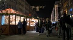 Walking by the stalls on Königstraße on Christmas in Nuremberg Stock Footage