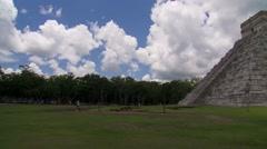 View of Kukulkan Temple in Chichen Itza Stock Footage