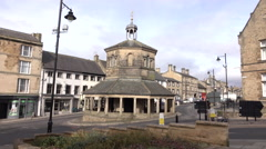 Town center Barnard Castle England round about traffic fast 4K 005 Stock Footage