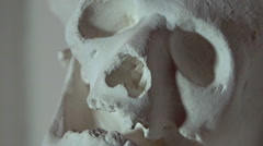 Human skull sculpture in a museum - zoom in Stock Footage